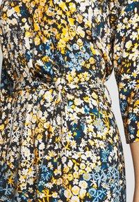 Aaiko - AULUNA FLORAL - Sukienka letnia - sudan brown - 5