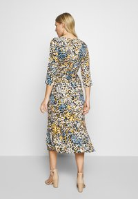 Aaiko - AULUNA FLORAL - Sukienka letnia - sudan brown - 2