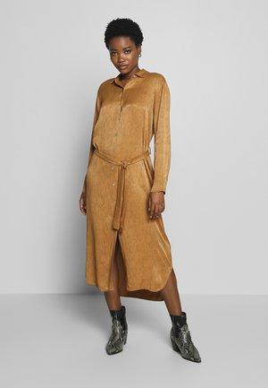 PALMA SNAKE - Shirt dress - noisette