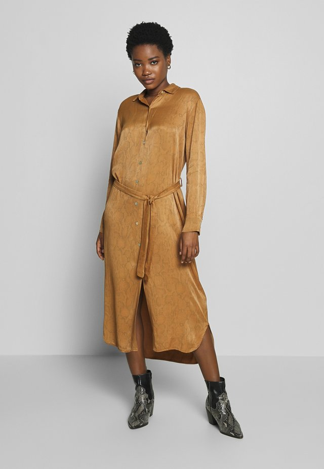 PALMA SNAKE - Shirt dress - noisette