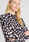 Aaiko - AMAE - Langærmede T-shirts - multicolour