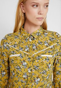 Aaiko - SILIE - Button-down blouse - golden olive - 3