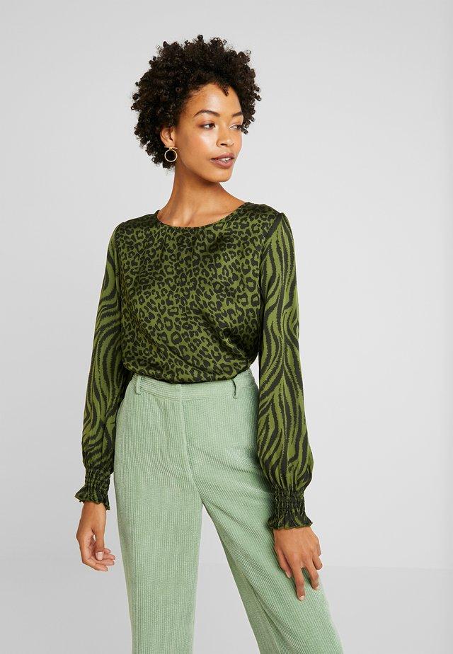 MEDELIN - Tunic - jungle green