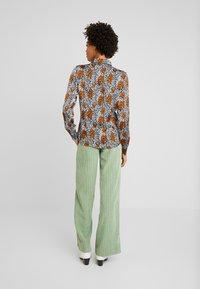 Aaiko - VILOU CAMO - Button-down blouse - ginger - 2