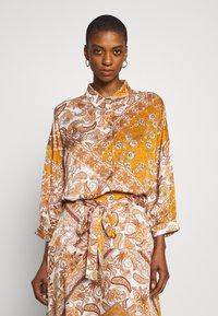 Aaiko - SADÉ - Button-down blouse - sudan brown - 0