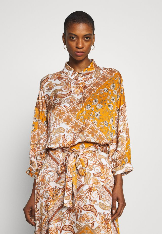 SADÉ - Button-down blouse - sudan brown