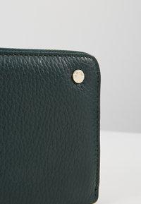 Abro - Wallet - pixie green/gold - 2