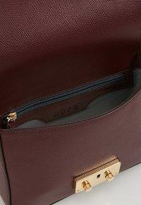 Abro - Across body bag - bordeaux/gold - 4