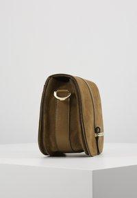 Abro - Across body bag - honey/gold - 4