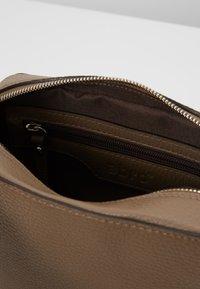 Abro - Across body bag - taupe - 4