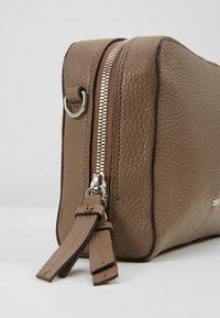 Abro - Across body bag - taupe - 6
