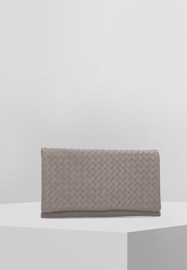 PIUMA WEAVING - Clutch - brown