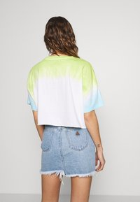 Abrand Jeans - CROPPED OVERSIZED TEE - T-shirt med print - white/lime/bora blue - 2