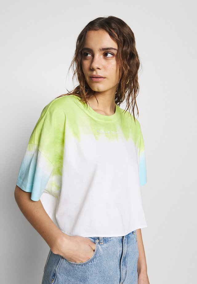 CROPPED OVERSIZED TEE - Print T-shirt - white/lime/bora blue