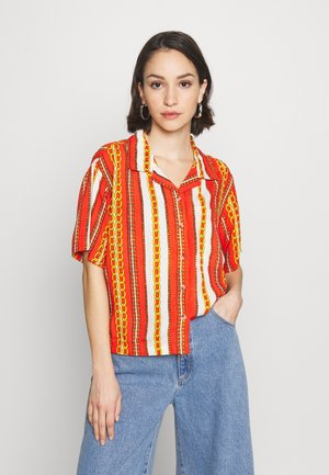 CROPPED HAWAIIAN - Button-down blouse - bombay red