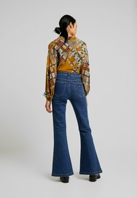 Abrand Jeans - A DOUBLE OH - Jeansy Dzwony - donna - 2