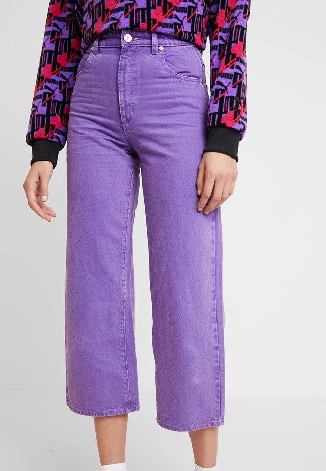 A STREET ALINE - Jeans straight leg - grape