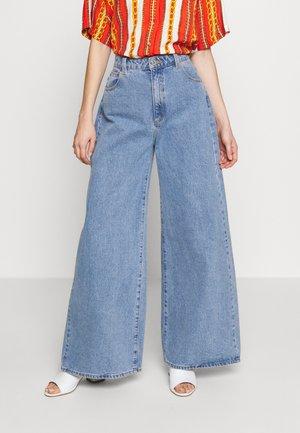 RAVE - Flared Jeans - georgia