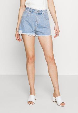 A HIGH RELAXED SHORT - Denim shorts - esmeralda