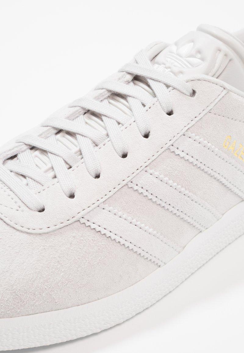 Basses GazelleBaskets grey Grey One Adidas White footwear Two Originals fg6yYb7