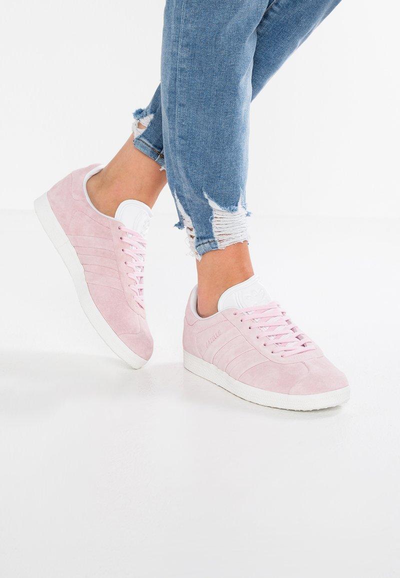 adidas Originals - GAZELLE STITCH AND TURN - Baskets basses -  pink/footwear white