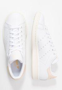 adidas Originals - STAN SMITH - Sneakers laag - footwear white/offwhite/ecru tint - 3