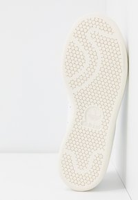 adidas Originals - STAN SMITH - Sneakers laag - footwear white/offwhite/ecru tint - 6