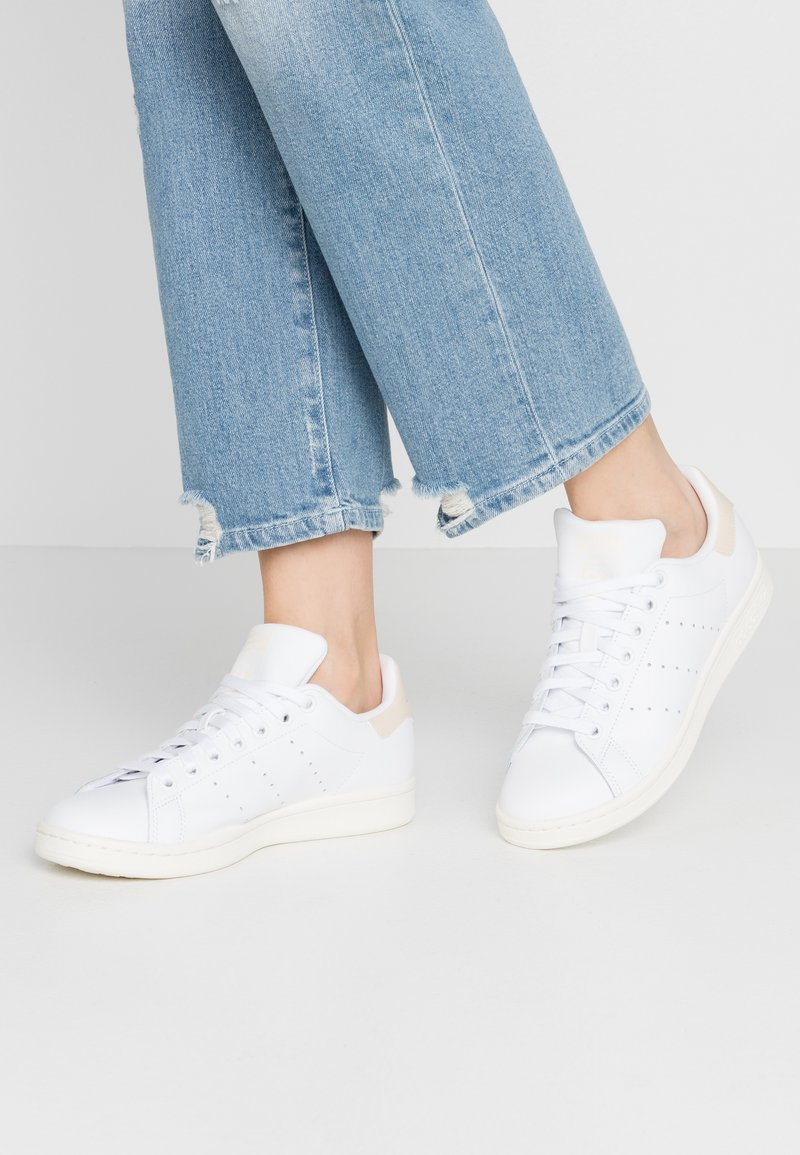 adidas Originals - STAN SMITH - Sneakers laag - footwear white/offwhite/ecru tint