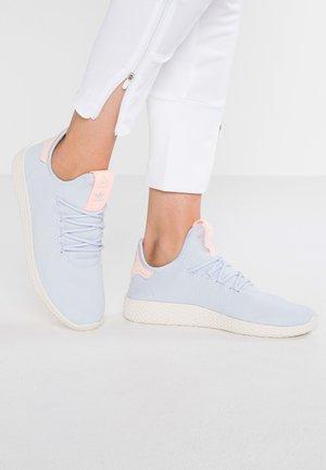 PW TENNIS HU - Trainers - aero blue/chalk white