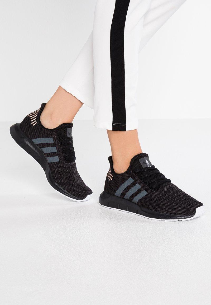adidas Originals - SWIFT RUN - Sneakers - core black/carbon/footwear white