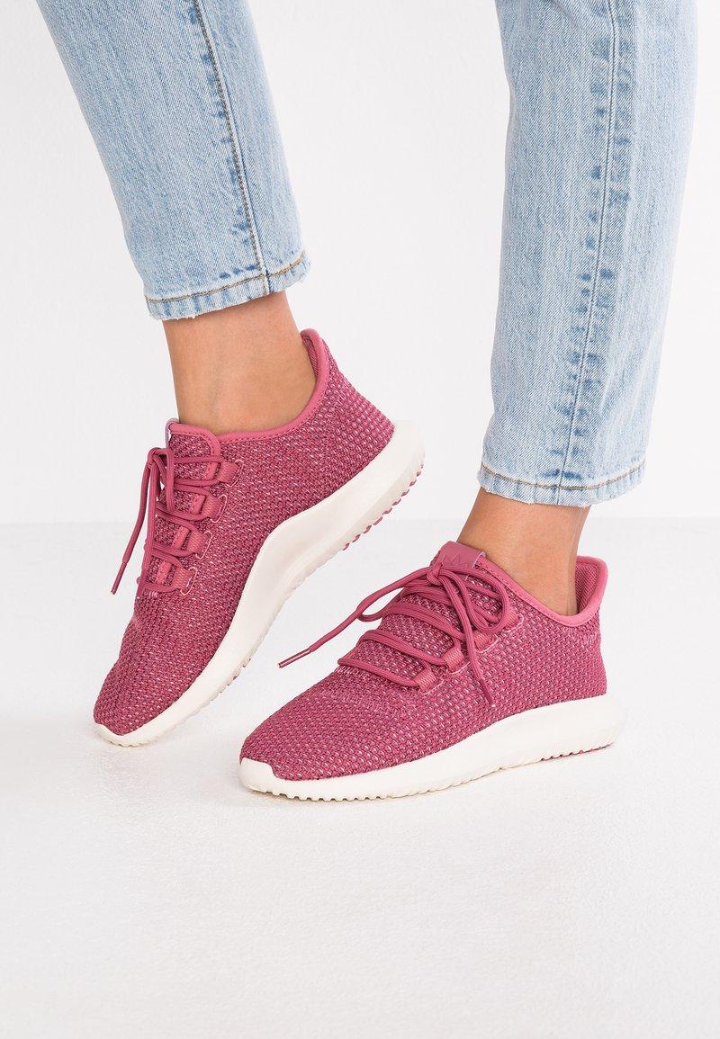 adidas Originals - TUBULAR SHADOW - Sneakers laag - trace maroon/chalk white/cloud white