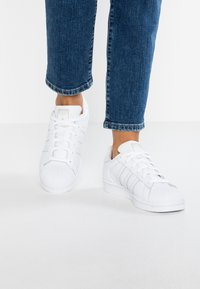 adidas Originals - SUPERSTAR - Sneakers - footwear white/grey one - 0