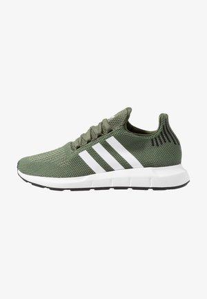 SWIFT RUN - Tenisky - base green/footwear white/core black