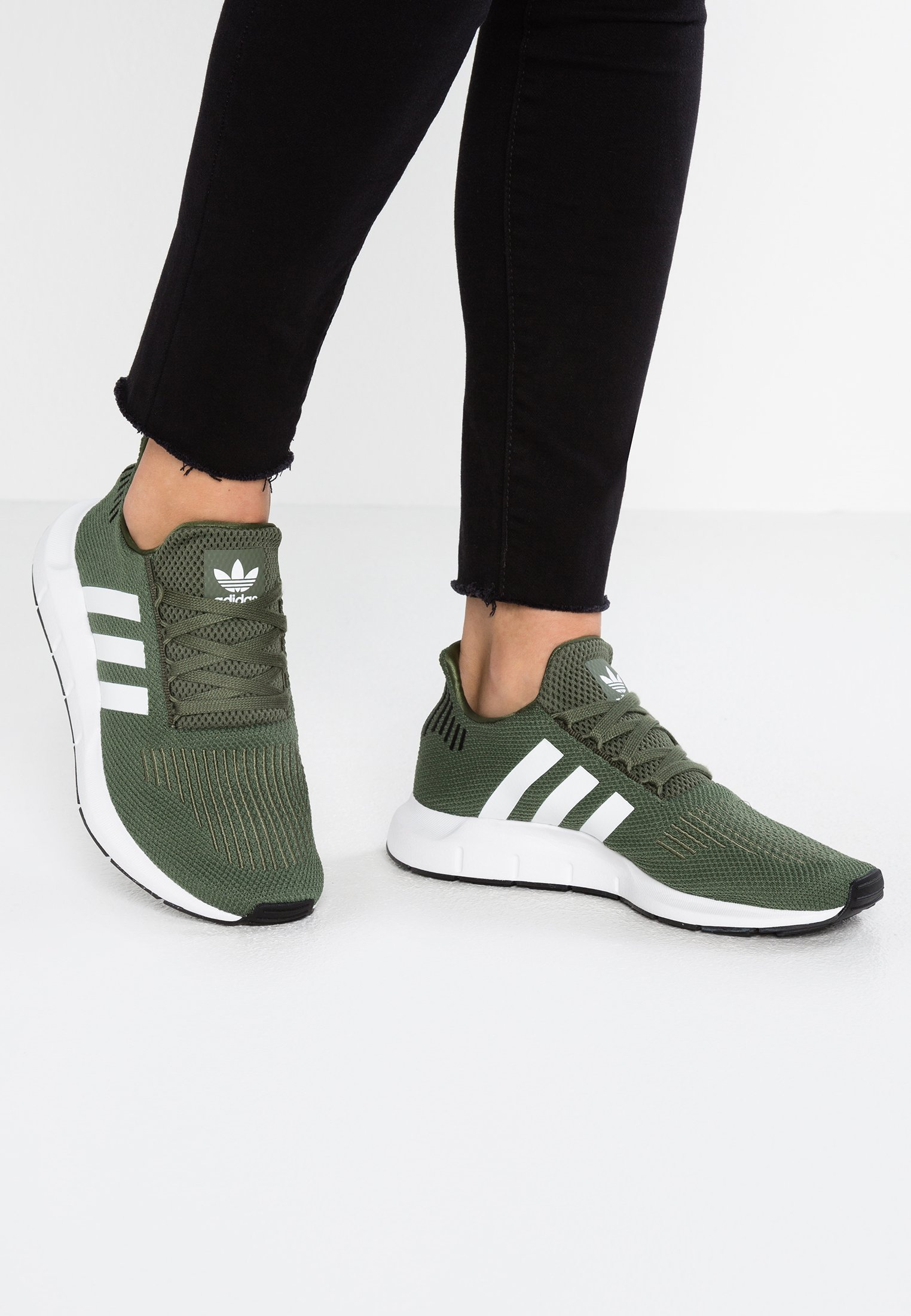 adidas Originals SWIFT RUN Sneakers base greenfootwear