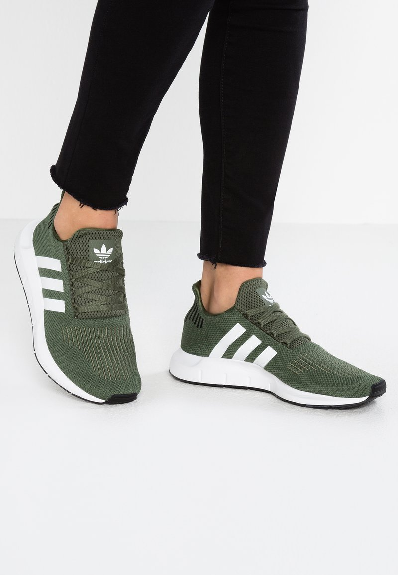 adidas Originals - SWIFT RUN - Trainers - base green/footwear white/core black