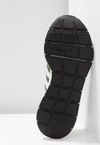 adidas Originals - SWIFT RUN - Sneakers - base green/footwear white/core black - 6