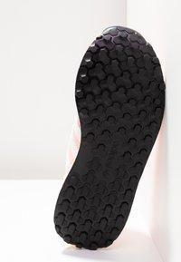 adidas Originals - FOREST GROVE - Sneakers - clear orange/cloud white/core black - 6