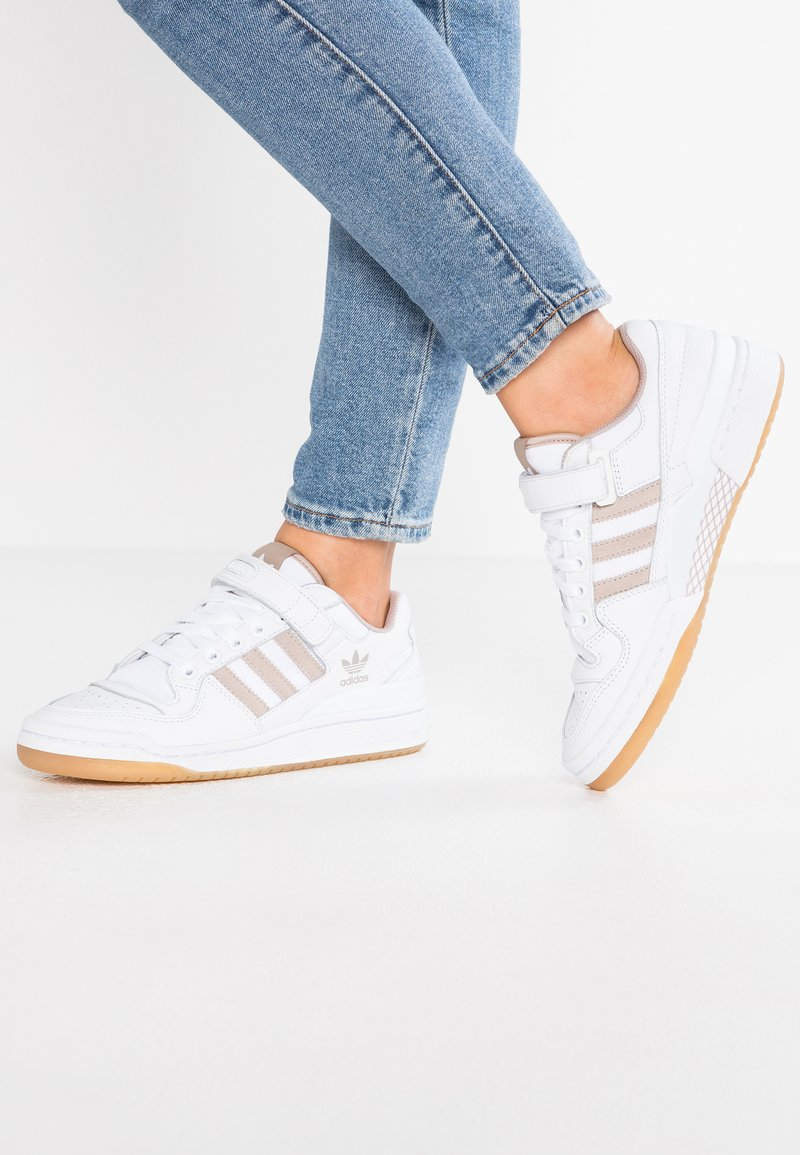adidas Originals - FORUM - Sneaker low - footwear white/vapour grey