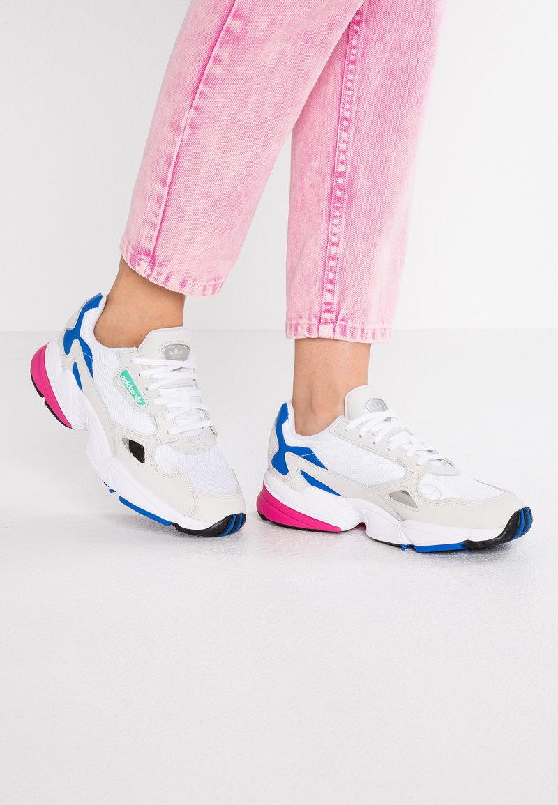 adidas Originals - FALCON - Baskets basses - footwear white/grey one/blue