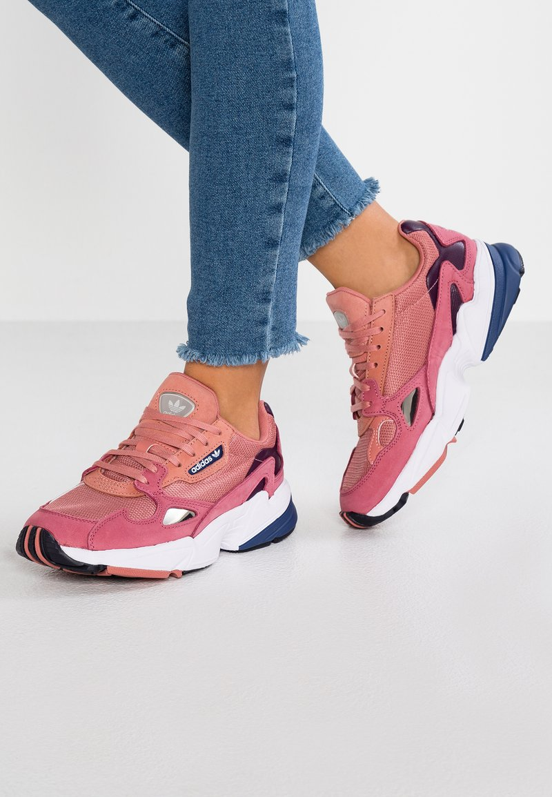 adidas Originals - FALCON - Baskets basses - raw pink/dark blue