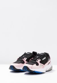 adidas Originals - FALCON - Sneaker low - core black/light pink