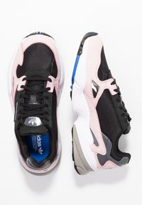 adidas Originals - FALCON - Sneaker low - core black/light pink - 3