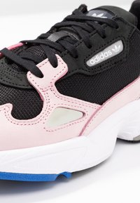 adidas Originals - FALCON - Sneaker low - core black/light pink - 2