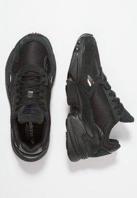 adidas Originals - FALCON - Sneakers laag - core black/grey five - 3
