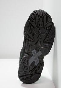 adidas Originals - FALCON - Sneakers laag - core black/grey five - 6