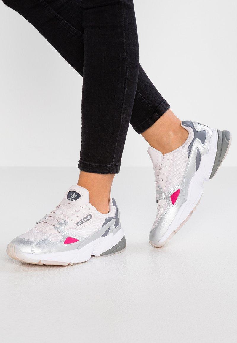 adidas Originals - FALCON - Sneakers laag - orchid tint/silver metalic