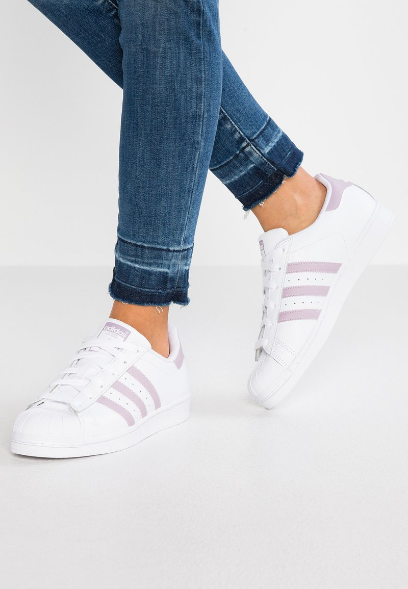 adidas Originals - SUPERSTAR - Sneakers laag - footwear white/legend purple/core black