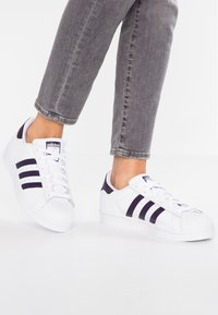adidas Originals - SUPERSTAR - Sneakers - footwear white/legend purple - 0