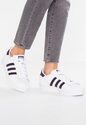 SUPERSTAR - Zapatillas - footwear white/legend purple