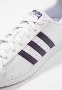 adidas Originals - SUPERSTAR - Sneakers - footwear white/legend purple - 2